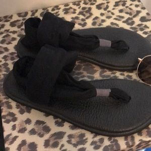 Sanuk Shoes - Very cute SANUK sandals in size 7